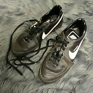 Vintage Nike division trainers